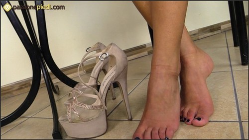 Gioia's feet and wrinkled soles - Feet4Cash HD ClipStore  - iwantclips