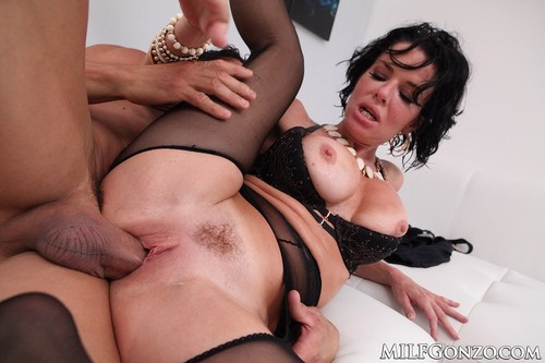 MilfGonzo.com - Veronica Avluv Gets A Play Date With Tommy Gunn