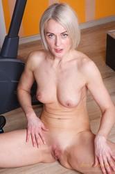 Natie-Workout-Strip-and-Masturbation-185x--e7aiv4p6pd.jpg