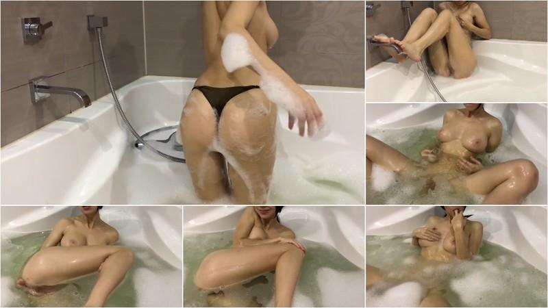 Mini Diva - Hot Girl Takes a Bath and Masturbates [FullHD 1080P]