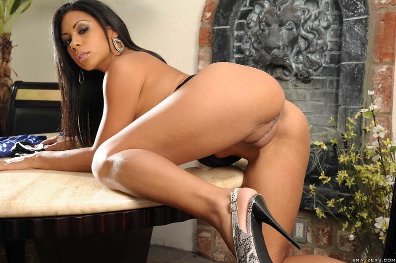Re@lWife$t0rie$ - Cassandra Cruz -
