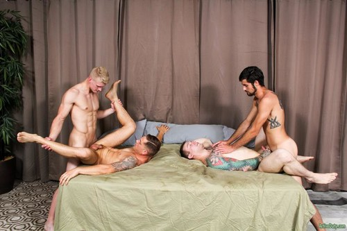 Mike Johnson, Mike O'Brian, Blake Effortly & Leeroy Jones [Bareback]