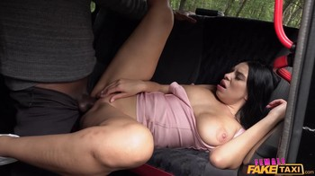 FemaleFakeTaxi Kira Queen E255