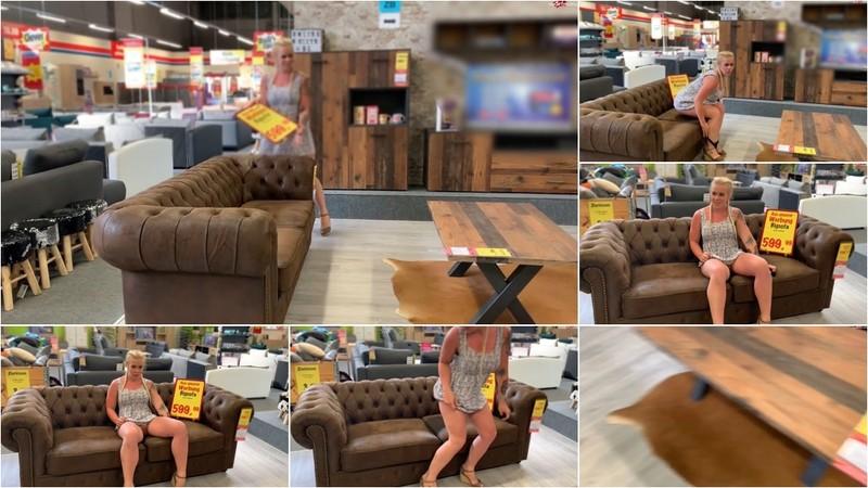 devil-sophie - Public Sofa kauf mit Sophie - Ob es den harten Pissstrahl von mir aushaelt [FullHD 1080P]